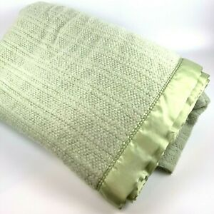 JCPenney Home Acrylic Blanket King Size Green Waffle Weave Thermal Satin Trim