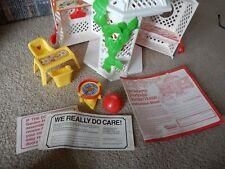 VINTAGE 1980s STRAWBERRY SHORTCAKE GARDEN HOUSE PLAY SET ACCESSORIES BOX #43450