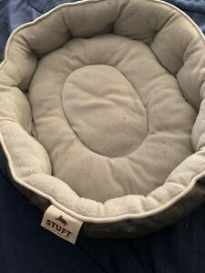 Stuft Gray Cat Easy Sleeper Pet Bed, Stone, 19-in Cats To Rest In Comfort Used