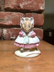 Royal Albert - Beatrix Potter - The Old Woman who lived in a Shoe Knitting