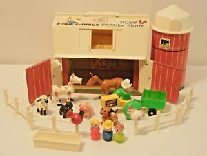 Fisher Price Little People 1967 Family Farm #915 Barn, Silo, people, animals
