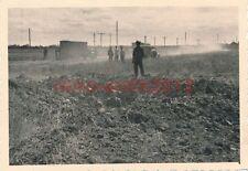 Foto, 3.Komp. Nachr. Abtl.9, Zwischen Kuban und Terek, Krater, 1942 (N)1179