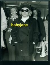 MARLENE DIETRICH VINTAGE 8X10 PHOTO BY EPOQUE AT LONDON'S HEATHROW AIRPORT 1974