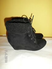New Look Faux Suede fleece trim Boots SIZE: UK 4 EU 37