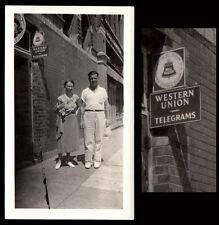 WESTERN UNION TELEGRAPH CERAMIC SIGN & AWKWARD COUPLE ~ 1930s VINTAGE PHOTO!