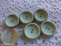 Lot de 6 beaux boutons  verdàtres dont 1 nacré    2cm=2cm,5