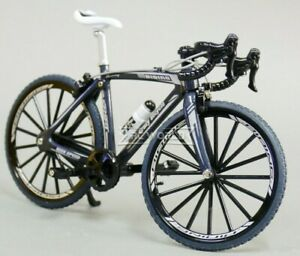 RC 1/8 Scale ROAD BIKE W/ Moving Parts Scale Detail GRAY