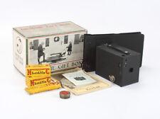 KODAK BROWNIE GIFT BOX: NO. 2 BROWNIE + FILM + ALBUM + OTHER ITEMS/cks/198690