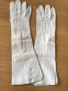VINTAGE LADIES LONG SOFT LEATHER GLOVES - ITALY CREAM PEARL BUTTONS SIZE 6 3/4.