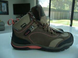 BNWT Clarks GoreTex Waterproof Hiking Boots UK 4(D) Beige & Coral (Leather)