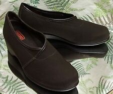 MUNRO BROWN FABRIC LOAFERS SLIP ONS SLIDES DRESS WORK SHOES US WOMENS SZ 6.5 WW