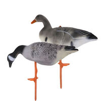 Pack of 2 High Simulation Goose Decoys Hunting Bait Grass Decors Yard Scarer