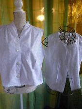 lot femme t42-44 =2corsages blancs broderie anglaise ,plis religieuses