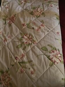 Beautiful Sanderson Options Bedspread Quilted Throw Grey Roses 250 x 260cm King