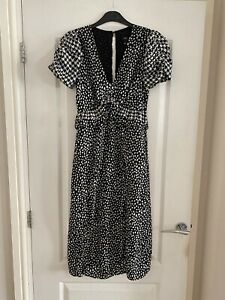River Island Size 6 dress Black And White
