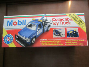 Mobil collectible toy tow truck 1995 3rd in series 1:24 scale NIB Lights up