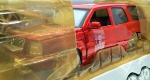 Jada 1/18 Scale Model Car 65102 - 2002 Cadillac Escalade - Red