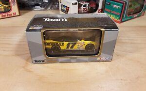 Matt Kenseth #17 DeWalt 2001 NASCAR Team Caliber 1:64 Die cast Stock Car