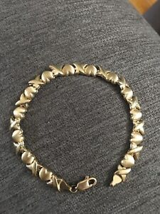 """10kt yellow gold """"Hugs and Kisses"""" bracelet, 7 inches!"""