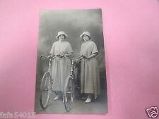 7688 2 femmes à vélo ancien vieux cyclisme cycliste