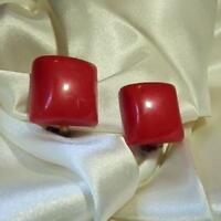 Super Fun X Sassy Vintage 50's Red Repousse Lucite Square Clip On Earrings 225M8