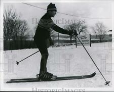 1969 Press Photo Jimmy Heuga demonstrates his technique at his ski school