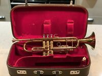 Lark M4015-1 Vintage Brass Trumpet With Mouthpiece And Carry Case