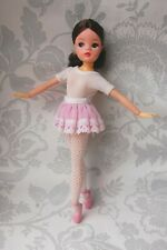 Sindy doll Brunette Semi hard head ballerina ankles pose centre parting 1978