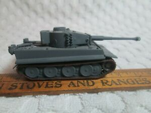 """Model WWII German Tank? Weighted 1.4 Ounce 4.2"""" Long Overall 1/72 Scale #2 nr"""