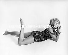 LATINA ACTRESS CLAUDIA TATE LEGGY NICE BEHIND LEGS FEET TOES 8 X 10 PHOTO ML-CT1