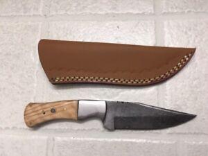 Damascus hunting knife w/blonde wood stocks & rose rivet with leather sheath