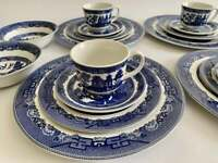 Johnson Brothers Blue Willow 20 Piece Dinnerware Set, Excellent and Beautiful
