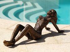 Bronzeskulptur liegende Frau im modernen Design aus Bronze *