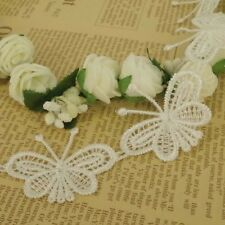 5 X Motivos De Mariposa Crema Blonda a mano Encaje Coser apliques de flores de 40mm Ancho LC54
