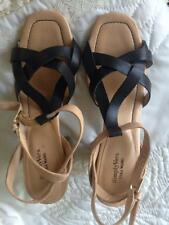 Simply Vera Vera Wang Black and Tan Leather Sandals 3 1/2 Inch Heels Size M