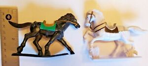 """Lot Of 2 Military Horse Figures On Stands Plastic 3"""" Battle Dress"""
