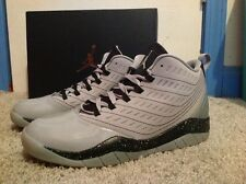 MEN JORDAN VELOCITY PREMIUM ATHLETIC SHOE SIZE 10 GREY/BLACK