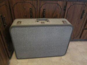 MCM Gray Tweed Suitcase Hard Sides Huge 26 x 19 1/2 x 7 1/2 W Key Travel Smart