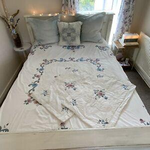 Vintage Style White Bedspread Appliqued Floral Design King Size Throw Quilt