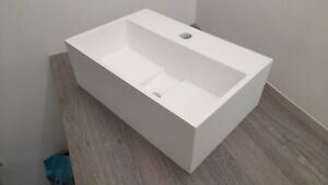 ~~~DISCOUNTED~~~ 😊 Rectangular Bathroom Basin in White Stone Resin - FAULTY