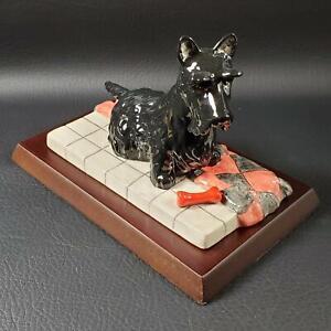 Royal Doulton SCOTTIE with BONE Figurine on Wooden Platform Scotty Dog NIB