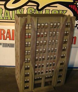 HO Scale Building Walthers City Apartment Background Built Weathered
