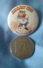 España 82 Bulldog BOBBY. Insignia Pin de fútbol.