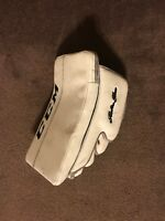 CCM Retro Flex 550 Blocker Size SR.