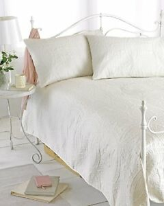 Cream King / Double Size Bedspread Set Comforter With  Pillow Shams 240 x 260 cm