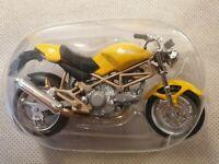 Maisto Yellow Ducatti Monster 900 Motorcycle Scale 1:18 Model Motorbike