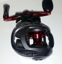Quantum Pulse Baitcast Reel  6.6:1  right handed  5-bearing