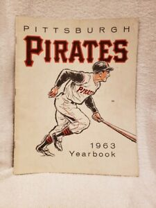 VINTAGE 1963 Pittsburgh Pirates Yearbook, Roberto Clemente, VERY NICE!!