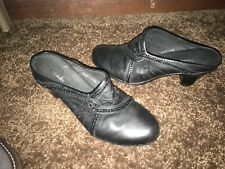 Clarks Womens Black Leather Slip On Block Heel Mule Clogs With Cutouts Size 8 M