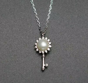 925 Sterling Silver  Necklace With Little Pearl Key Pendant